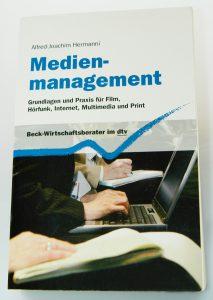 Professor Hermanni verfasste 2007 eine Publikation zum Thema Medienmanagement Grundlagen und Praxis für Film, Hörfunk, Internet, Multimedia und Print. © Hermanni, A.-J. 2007 www.wissensbank.info