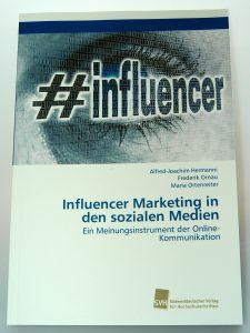 Professor Hermanni et al. verfassten 2018 eine Publikation zum Thema Influencer Marketing in den sozialen Medien als Meinungsinstrument der Online-Kommunikation. © Hermanni, A.-J. 2018 www.wissensbank.info